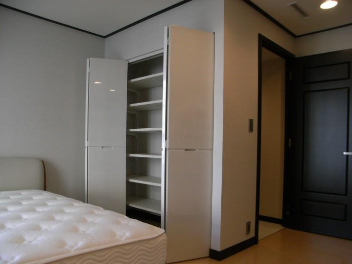 F邸:寝室 折れ戸