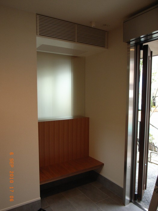RSK展示場:玄関ベンチ